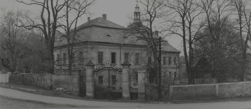 Zámek v Mirošově